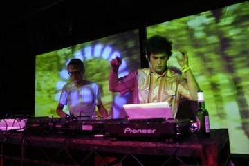 67dc-ecoute-cerulean-joue-en-live-au-bergain-par-simian-mobile-disco